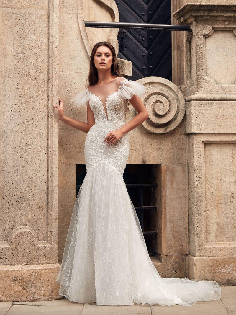 платье-русалка оттенка айвори с открытой спиной