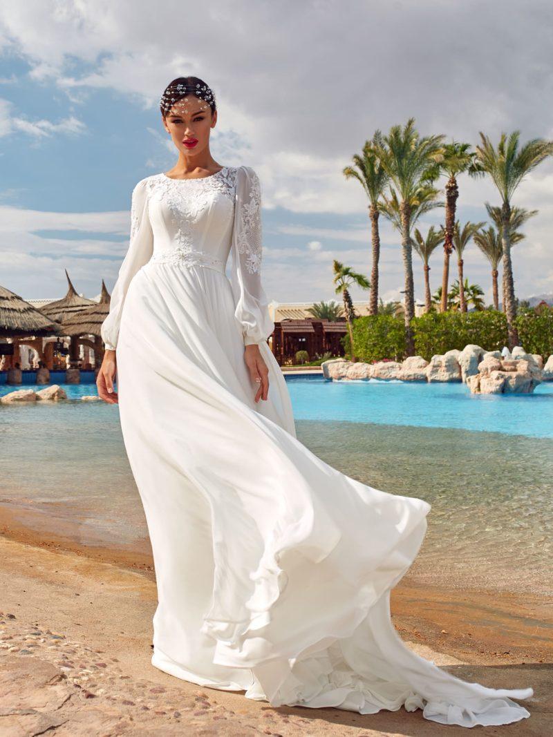 Закрытое приталенное платье из белоснежного шелка