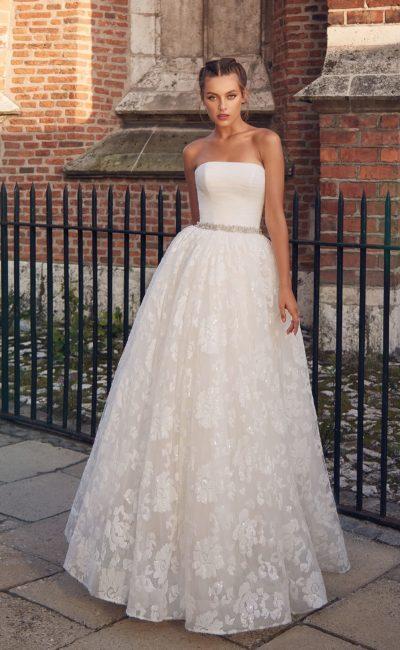 Пышное открытое свадебное платье