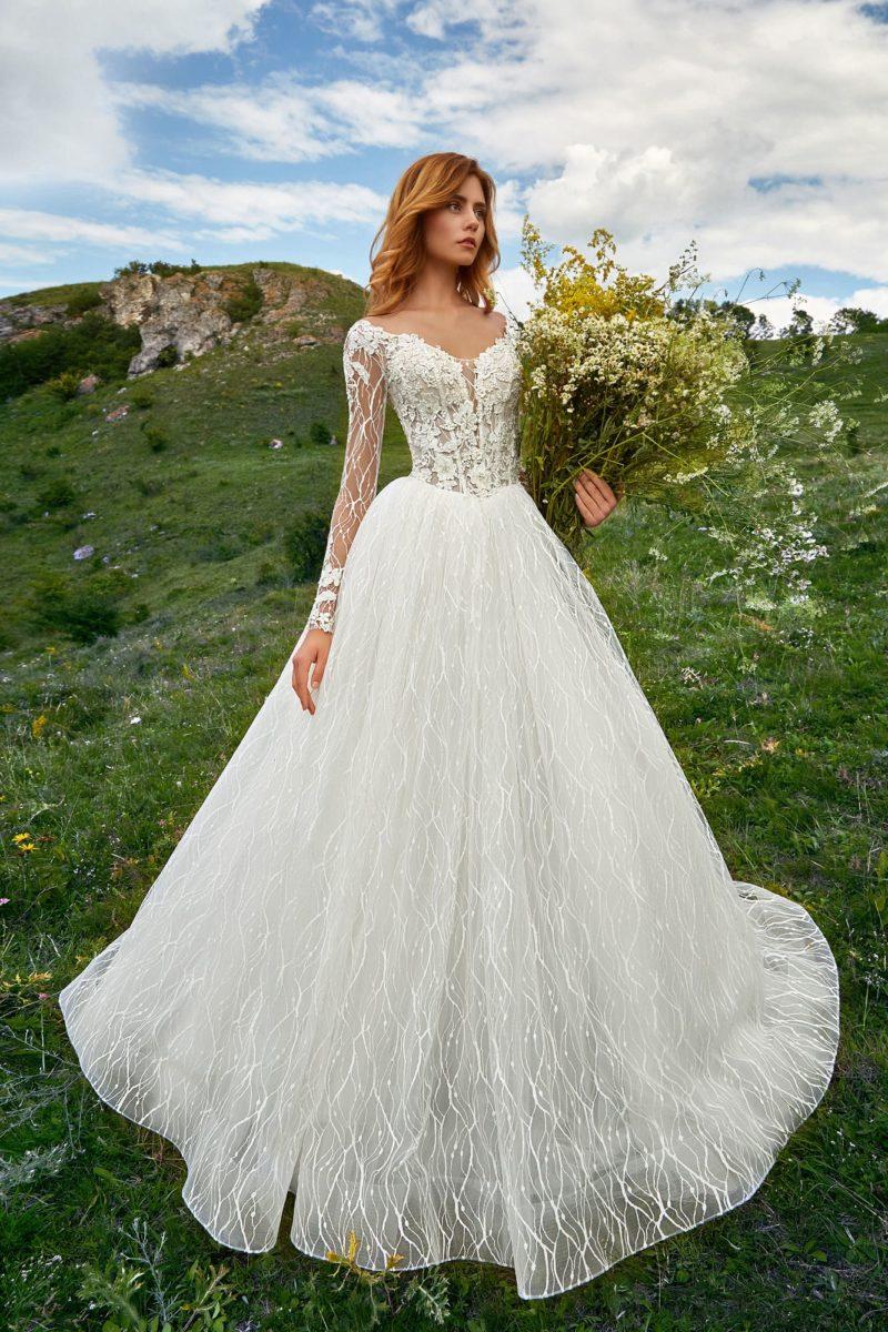 Изысканное свадебное платье силуэта «принцесса»