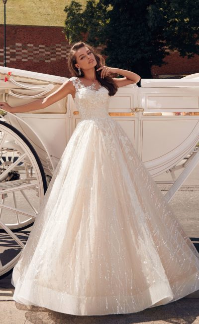 платье А-силуэта с кружевным лифом и кружевными вставками