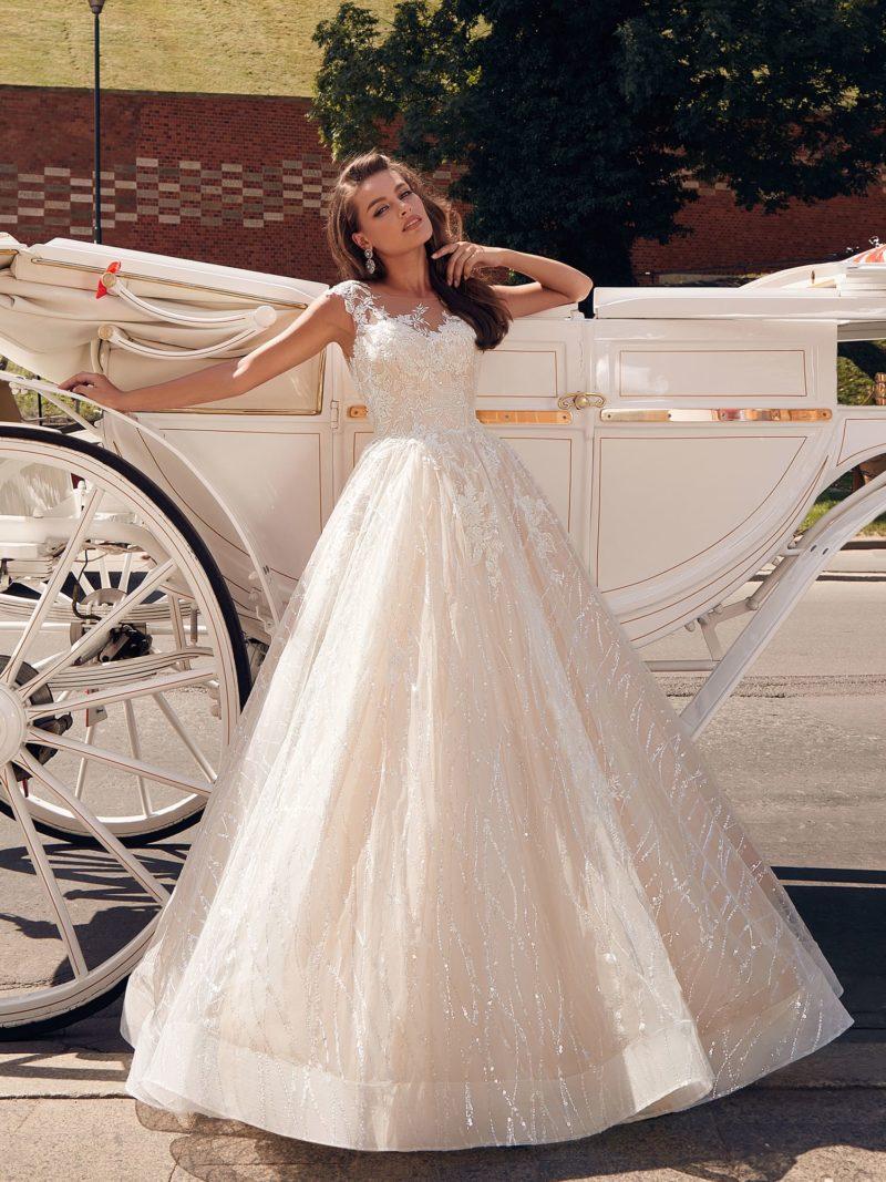 Мерцающее платье в нежном пудровом оттенке