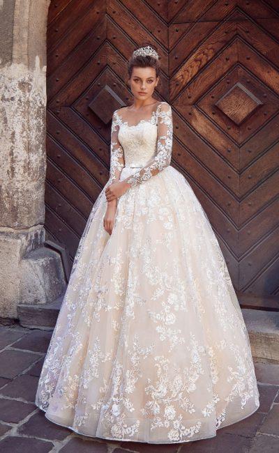 Кружевное пышное свадебное платье