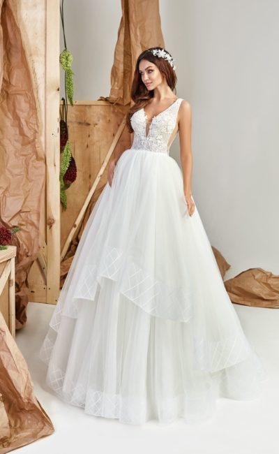 свадебное платье с пышной юбкой и открытым лифом