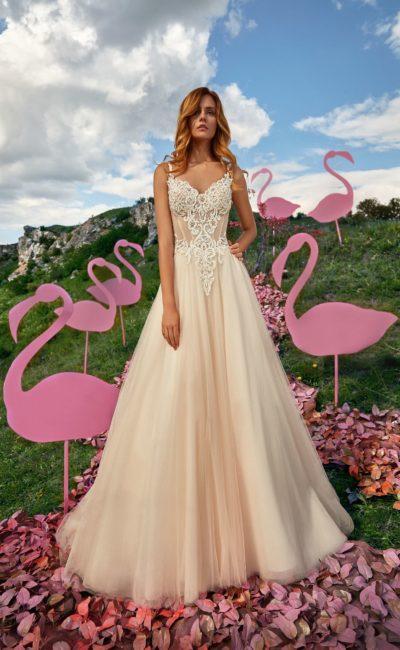Цветное свадебное платье с очаровательным  силуэтом