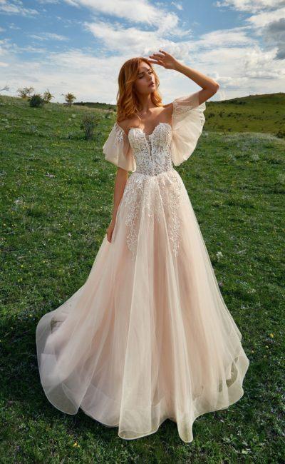 Многослойное свадебное платье с А-силуэтом