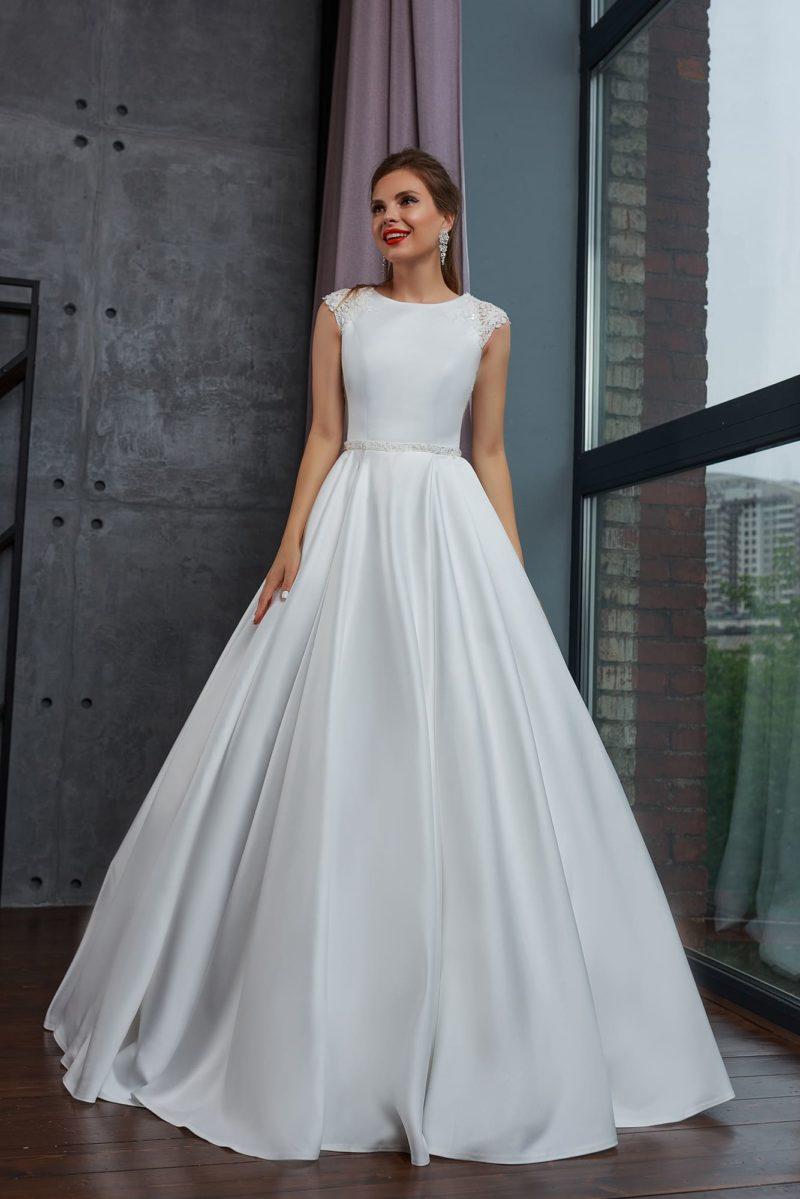 Атласное платье без рукавов