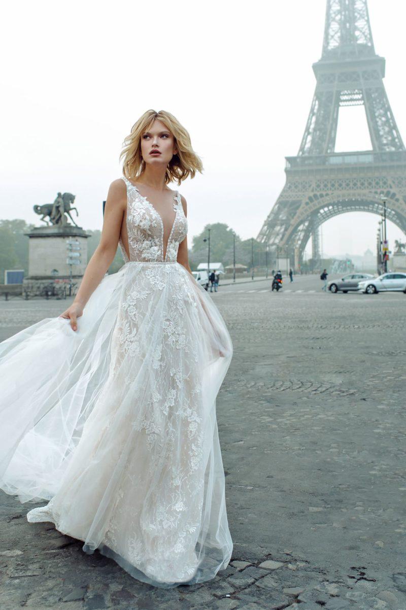 Открытое свадебное платье с обнаженной спиной