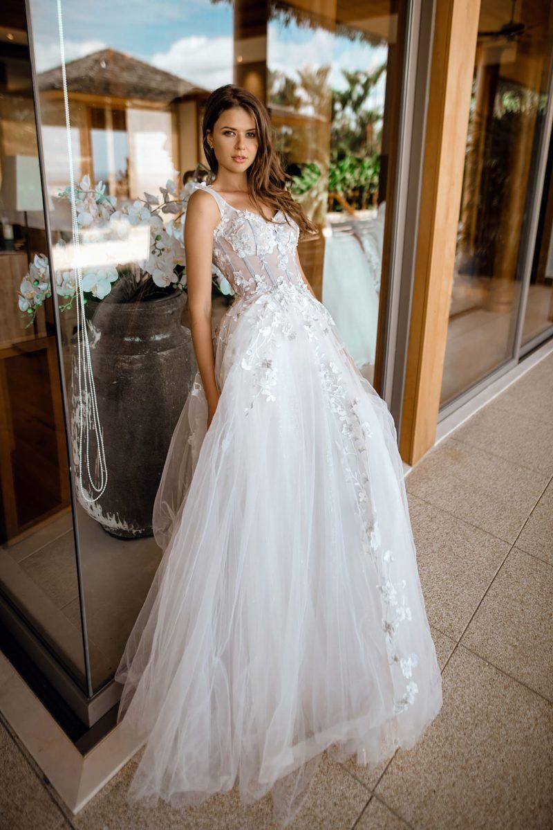 Легкое свадебное платье светлого пепельного оттенка