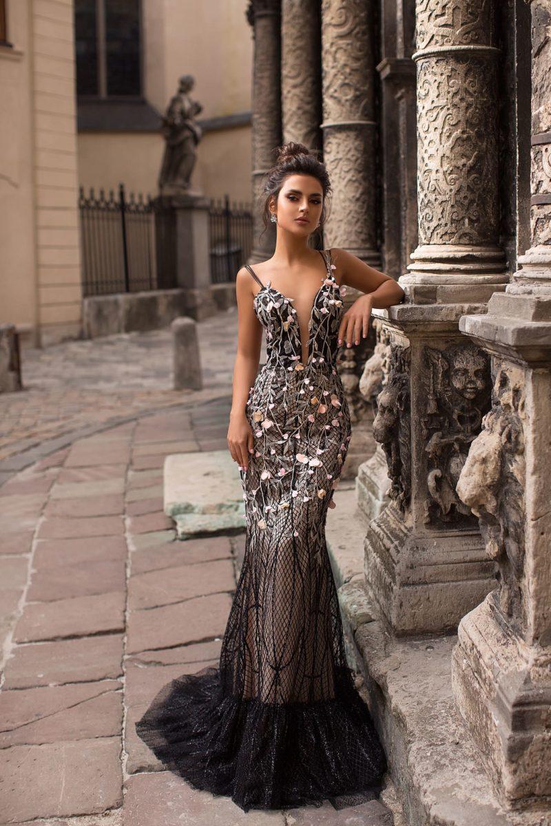 вечернее платье украшенное объемными цветами