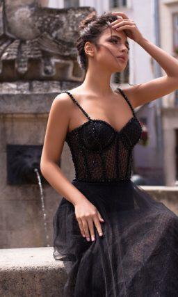 Длинное вечернее платье черного цвета
