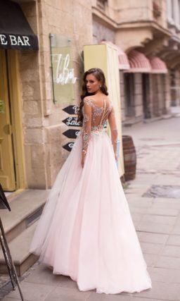 розовое вечернее платье с длинными рукавами