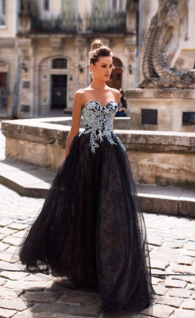 Королевское вечернее платье черного цвета