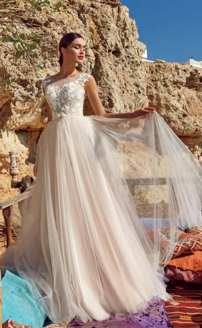 платье А-силуэта в актуальном пудровом оттенке