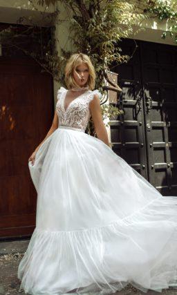 Свадебное платье с необычным вырезом