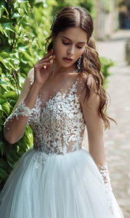 Пышное платье с длинными рукавами