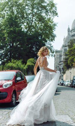 Открытое свадебное платье с пышной юбкой