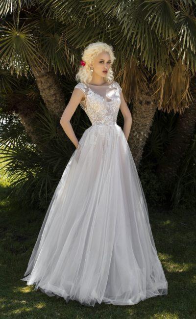 Изысканное свадебное платье со стильным силуэтом