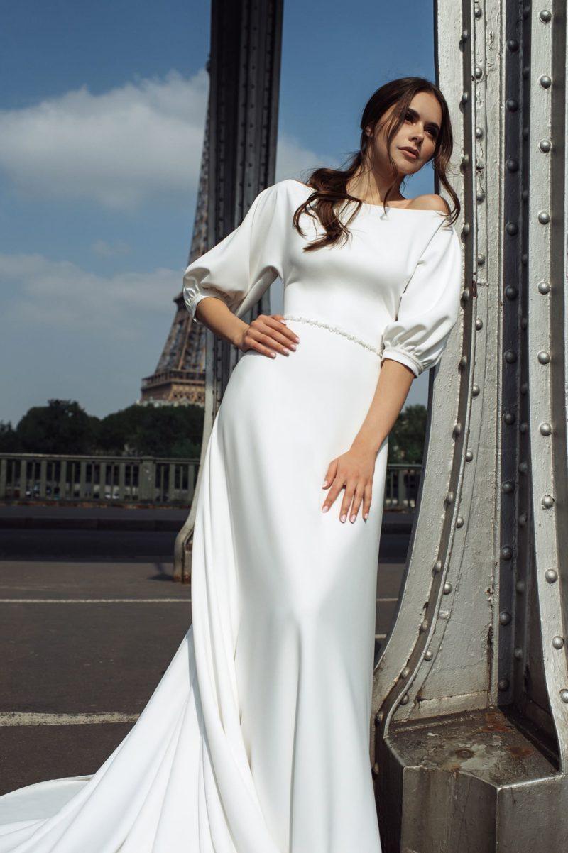 Минималистичное свадебное платье из гладкого крепа