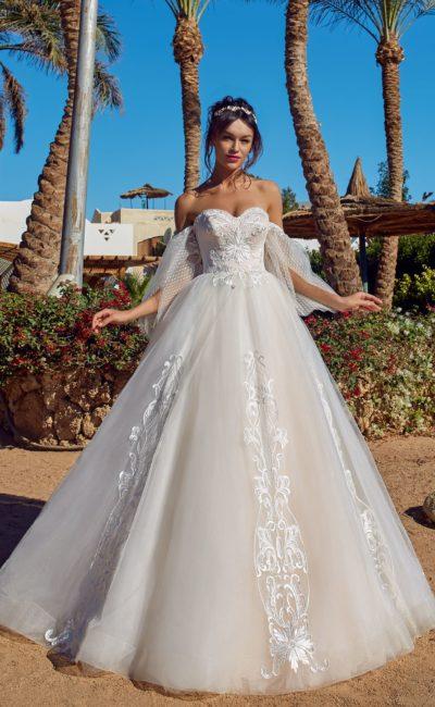 Платье силуэта «принцесса» с корсетом и пышной юбкой