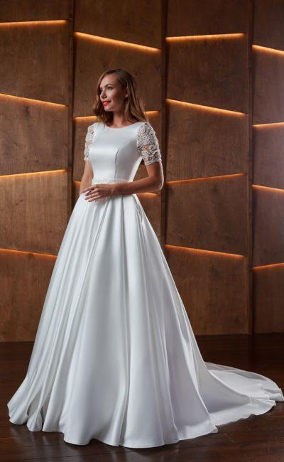 Свадебное платье в пол с королевским шлейфом