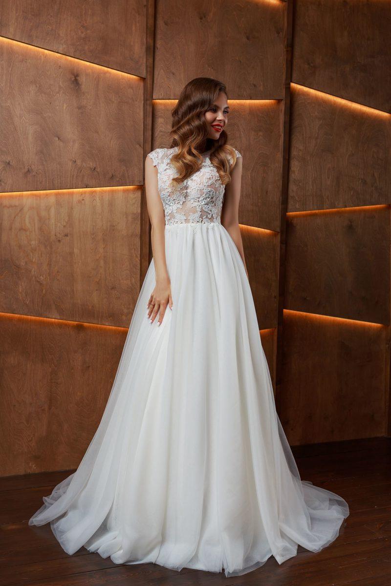 Свадебное платье с закрытым верхом и длинной юбкой