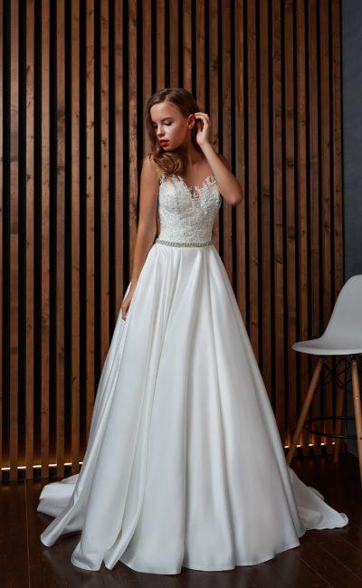 Свадебное платье с плотным корсетом