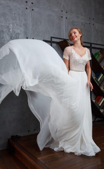 Свадебное платье с обворожительной шифоновой юбкой со шлейфом