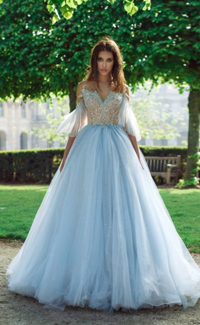 Пышное голубое свадебное платье