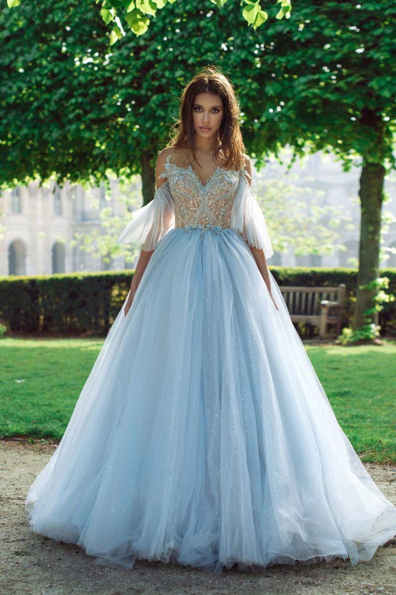 Пышное свадебное платье небесно-голубого оттенка