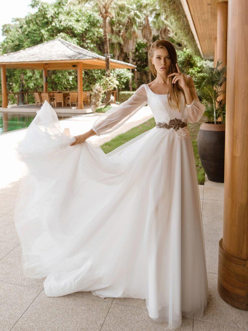 элегантное свадебное платье из белого атласа
