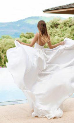 Свадебное платье из роскошного атласа