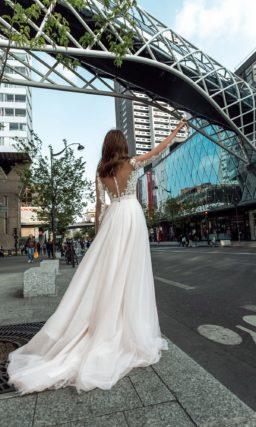 Пышное свадебное платье с ажурным лифом