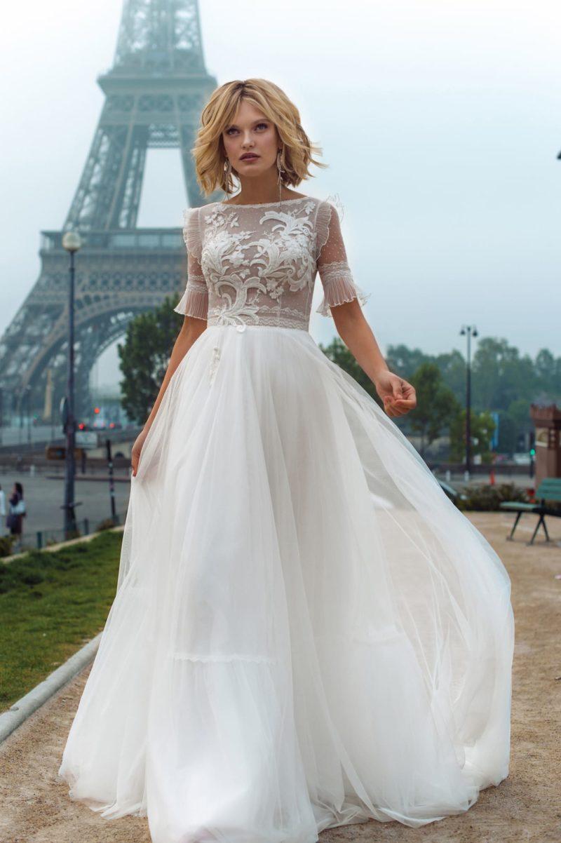 Свадебное платье с пышной юбкой и закрытым верхом