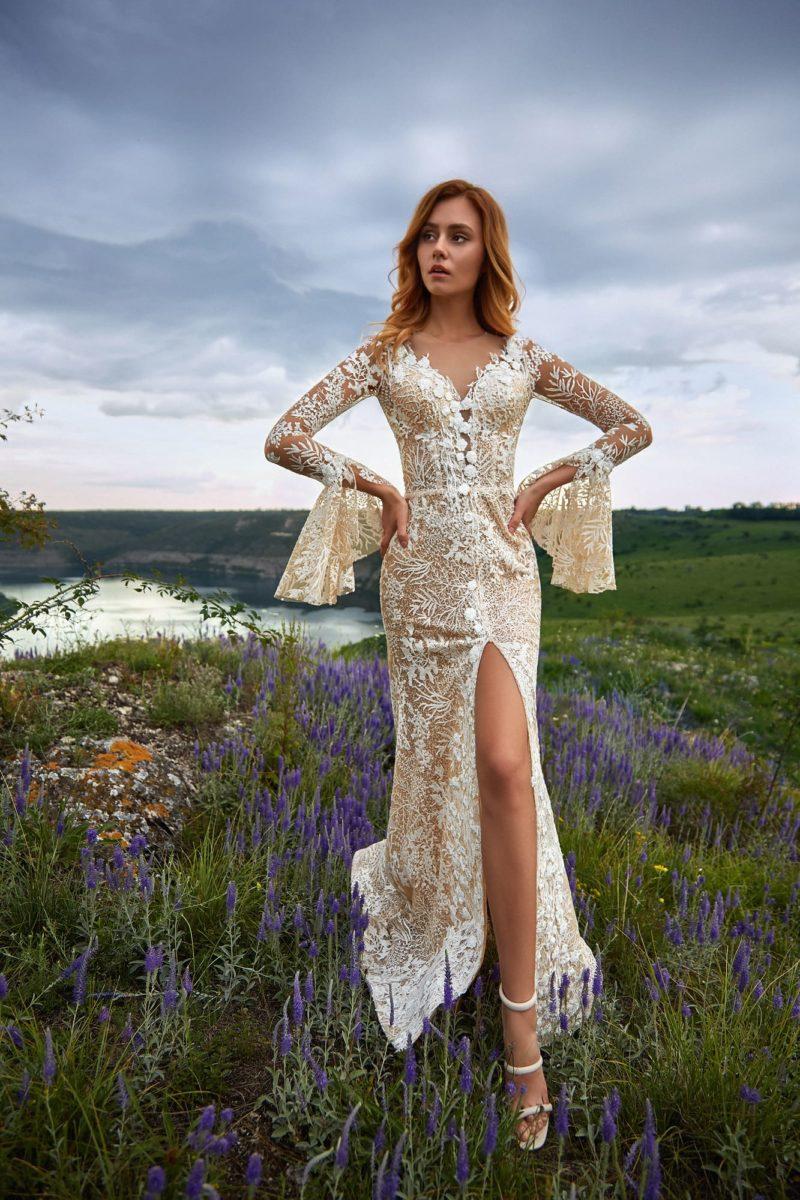 Утонченное свадебное платье с прямым силуэтом