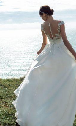 Сдержанное свадебное платье из атласа