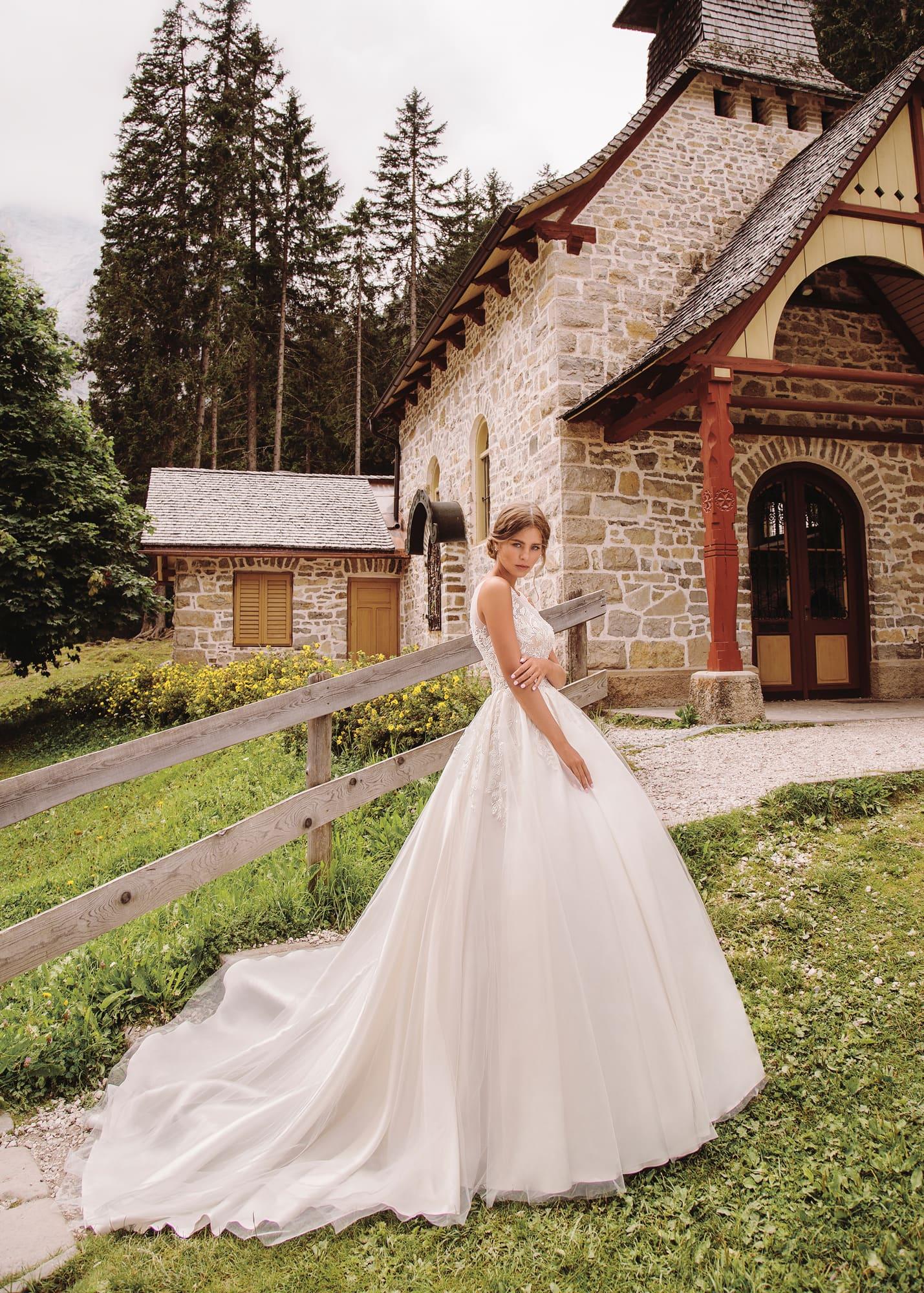 d8b05c1808e Свадебное платье с приталенным силуэтом и пышным низом.  shop anda    shop bali-2