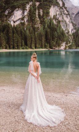Воздушное свадебное платье в пол