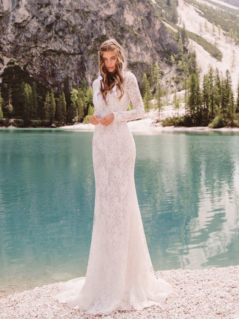 Кружевное свадебное платье с длинными рукавами