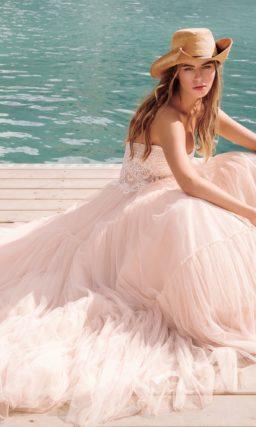 Свадебное платье в теплом персиковом оттенке