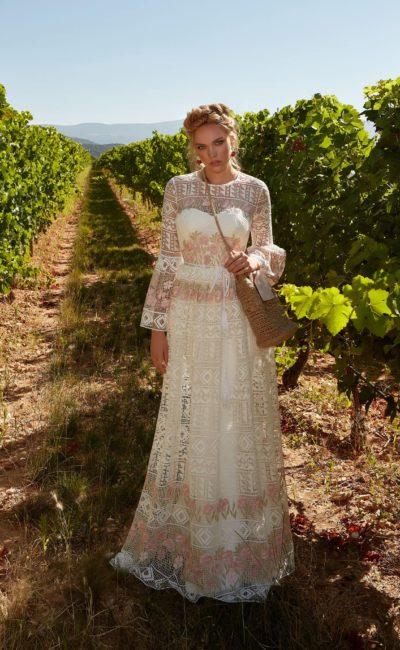 Уникальное свадебное платье с вышивкой