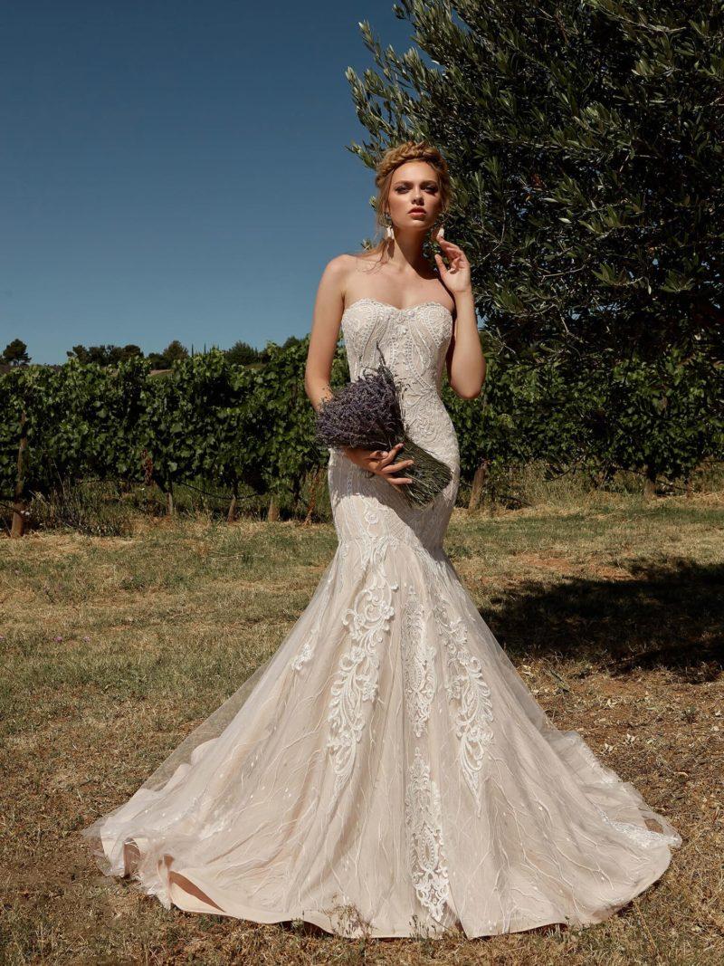 Модное свадебное платье оттенка пудра