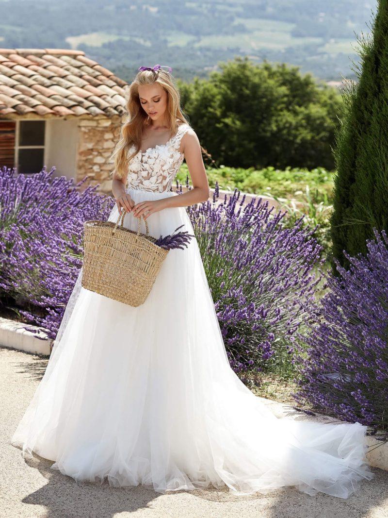 Свадебное платье без рукавов с корсетом