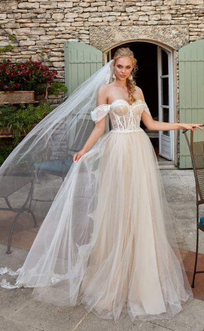 свадебное платье с соблазнительно открытым верхом