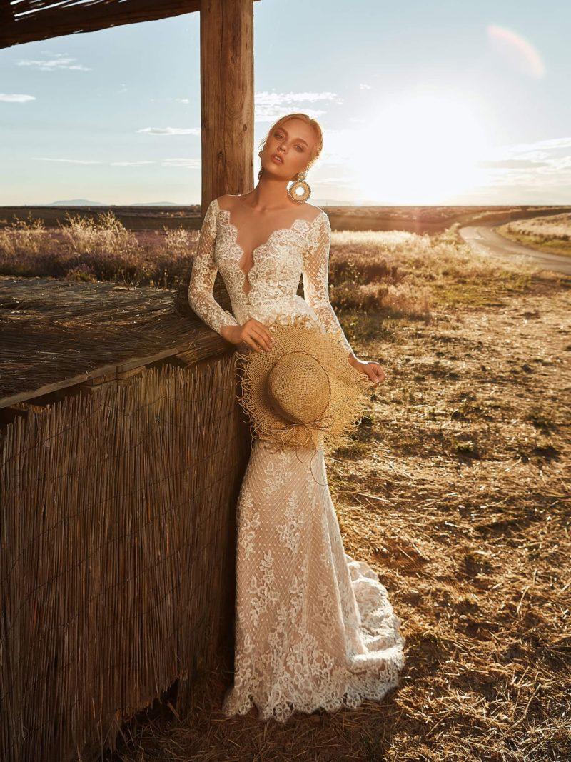 свадебное платье цвета беж