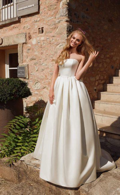 Пышное платье с накидкой