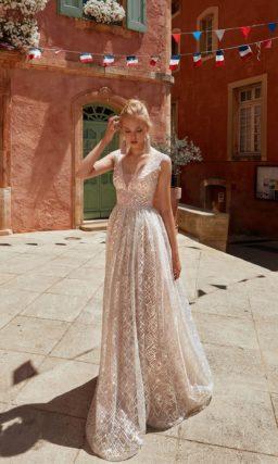 Необычное свадебное платье с  приталенным силуэтом