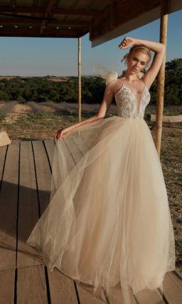 Золотисто-бежевое свадебное платье