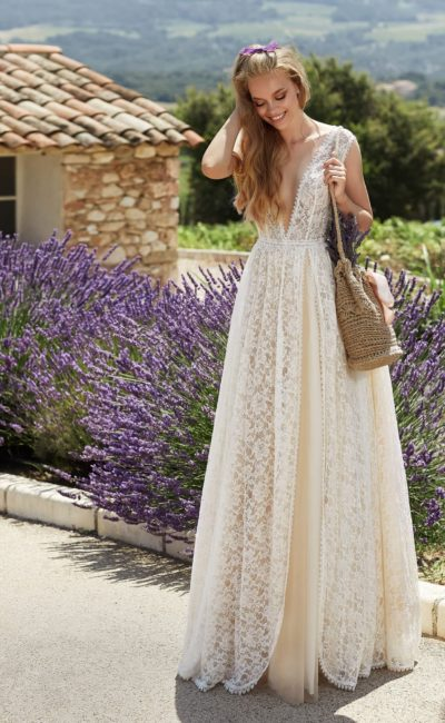 Ажурное приталенное свадебное платье