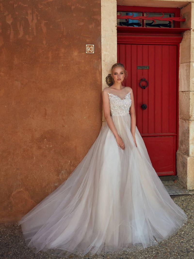 Роскошное свадебное платье с великолепным корсетом